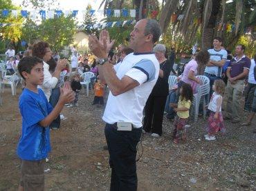 יגאל טריקי במרגיד עם בנו