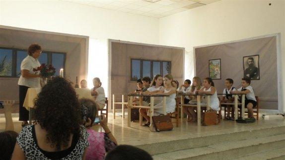 קבלת שבת בכתות ד-ה עם המורה מרתה
