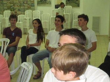 גם הנוער נשאר לשירה בצוותא