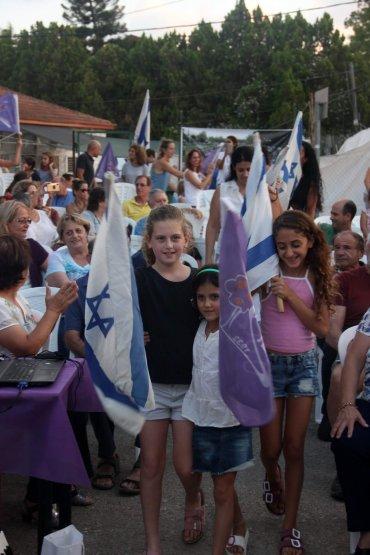 מצעד הדגלים. צילום: יגאל שרגיאן