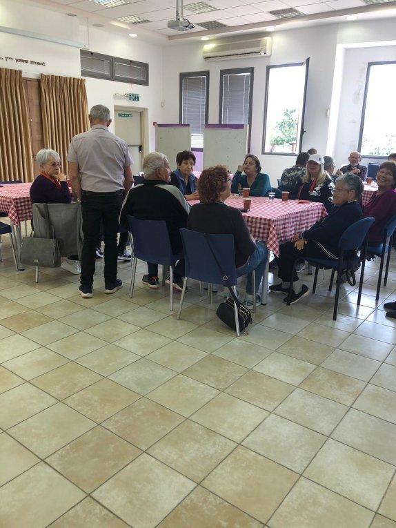 מפגש ותיקים : כיבוד והרצאה